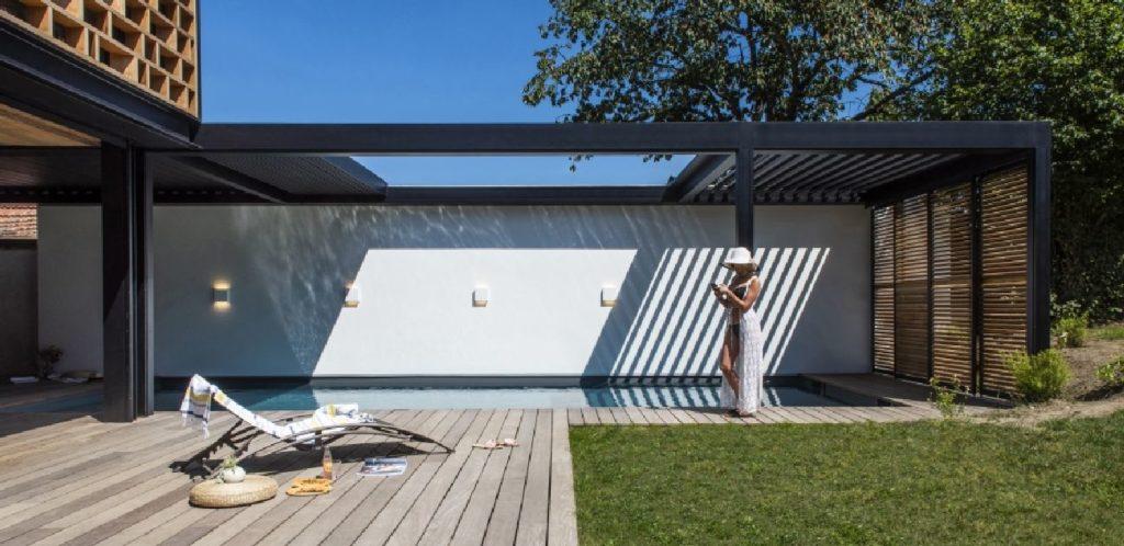 Pergola à lames orientables et rétractables luxe Montpellier
